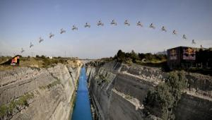 Skok motorom preko Korintskog kanala