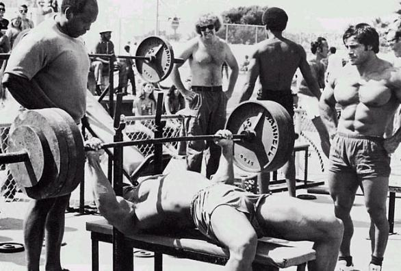 Arnold Schwarzenegger - bench press
