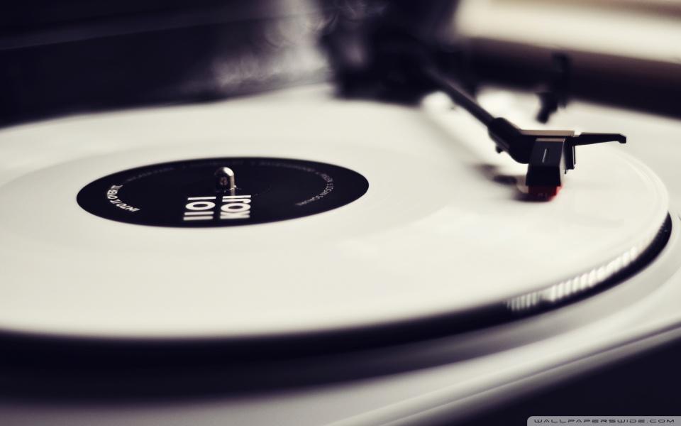 INFOGRAFIKA: Povijest uređaja za reprodukciju muzike